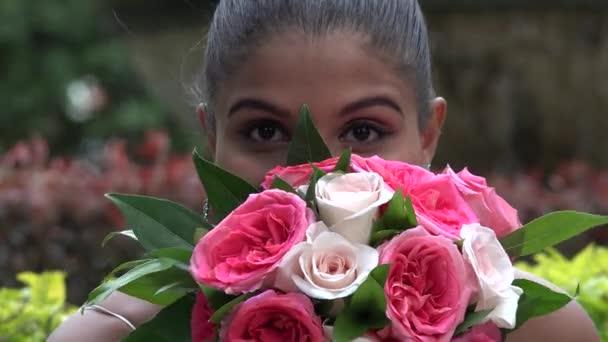 Žena s květinami, ženy