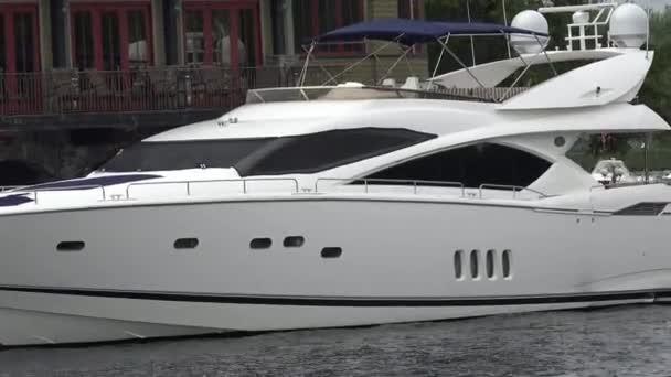 Motor Yachts, Luxury Power Boats
