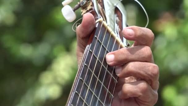 Akustická kytara pražec