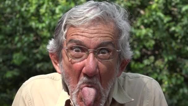 Starý muž chovat hloupě