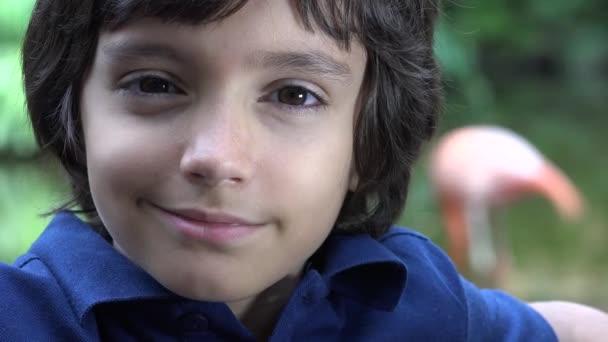 Nedospělý hispánské chlapce s úsměvem