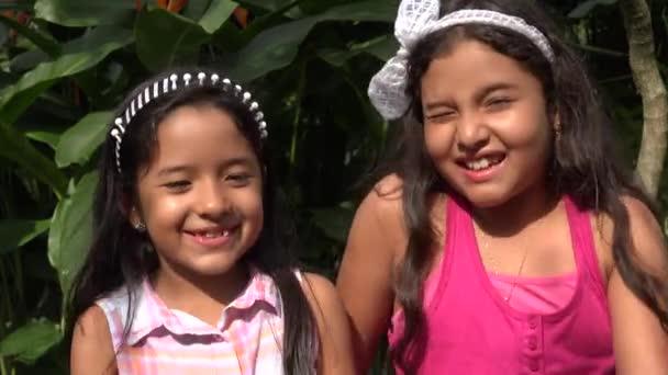 Sestry nebo přátelé smát