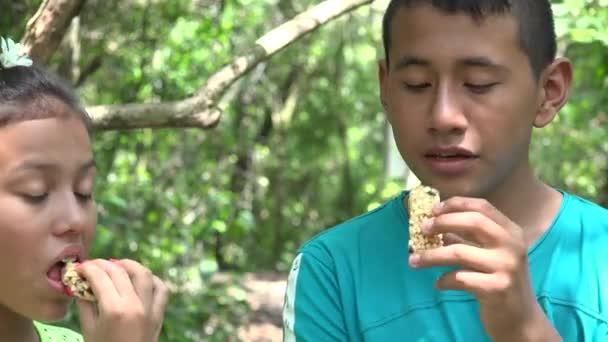Sourozenci jídlo svačina müsli