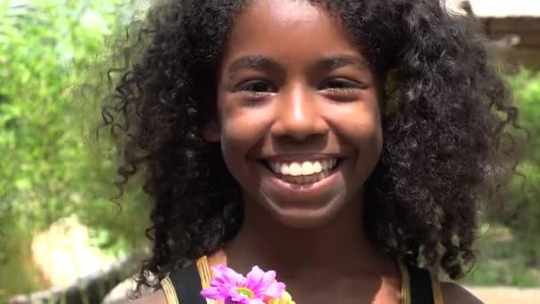S úsměvem Teen Africká dívka