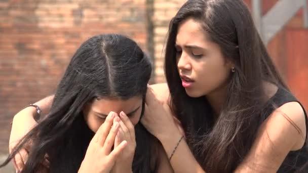 Dospívající dívka plakat s přítelem