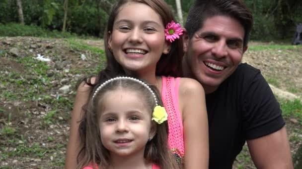 Šťastný otec a dcery