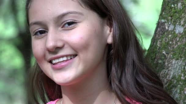 pěkně s úsměvem teen holka