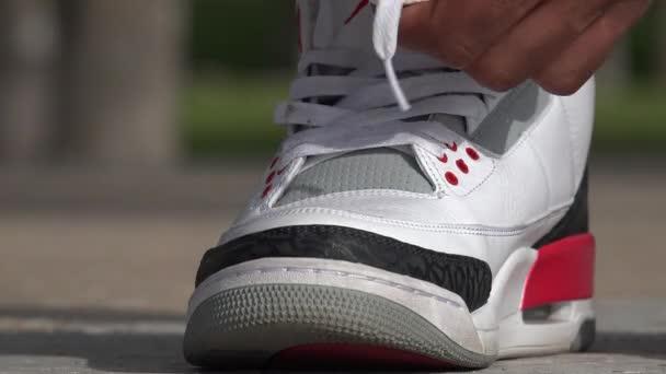 Sportovec zavázat boty