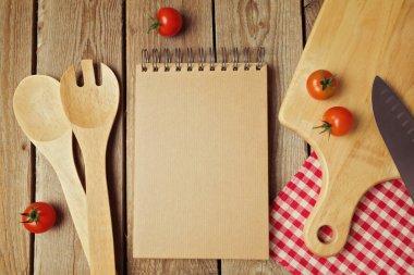 Cardboard notepad with kitchen utensils