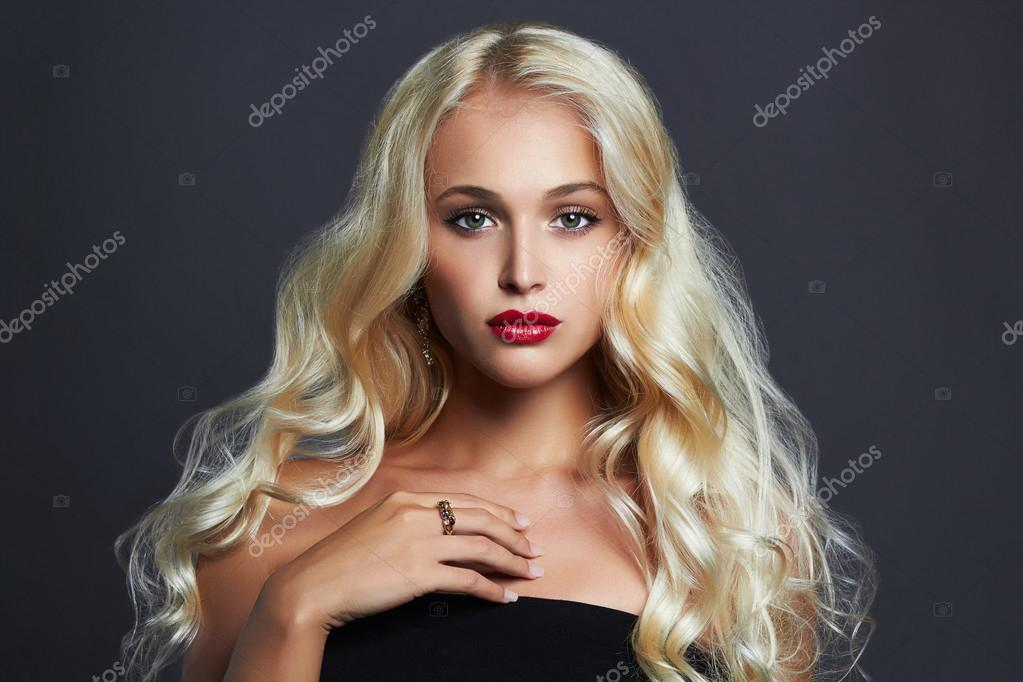 Сексапильная блонд