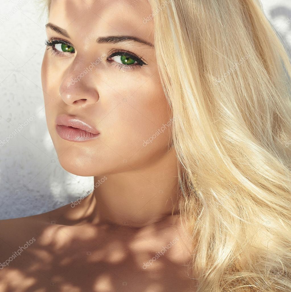 Huebsche Frau: Hübsche Girl.beautiful Junge Blonde Frau Bei Tageslicht