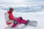 Turista má zábava v zimě Kavkazu Gruzie