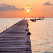 Dřevěné molo na ostrově v Indickém oceánu