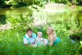 šťastná rodina v parku