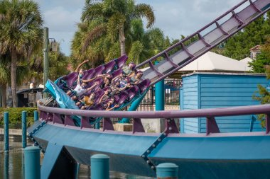 Orlando, Florida. November 15 2020 . People enjoying Mako Rollercoaster at Seaworld (1)