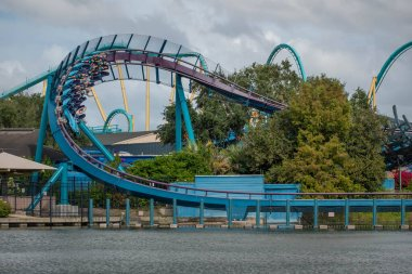 Orlando, Florida. November 15 2020 . People enjoying Mako Rollercoaster at Seaworld (6)