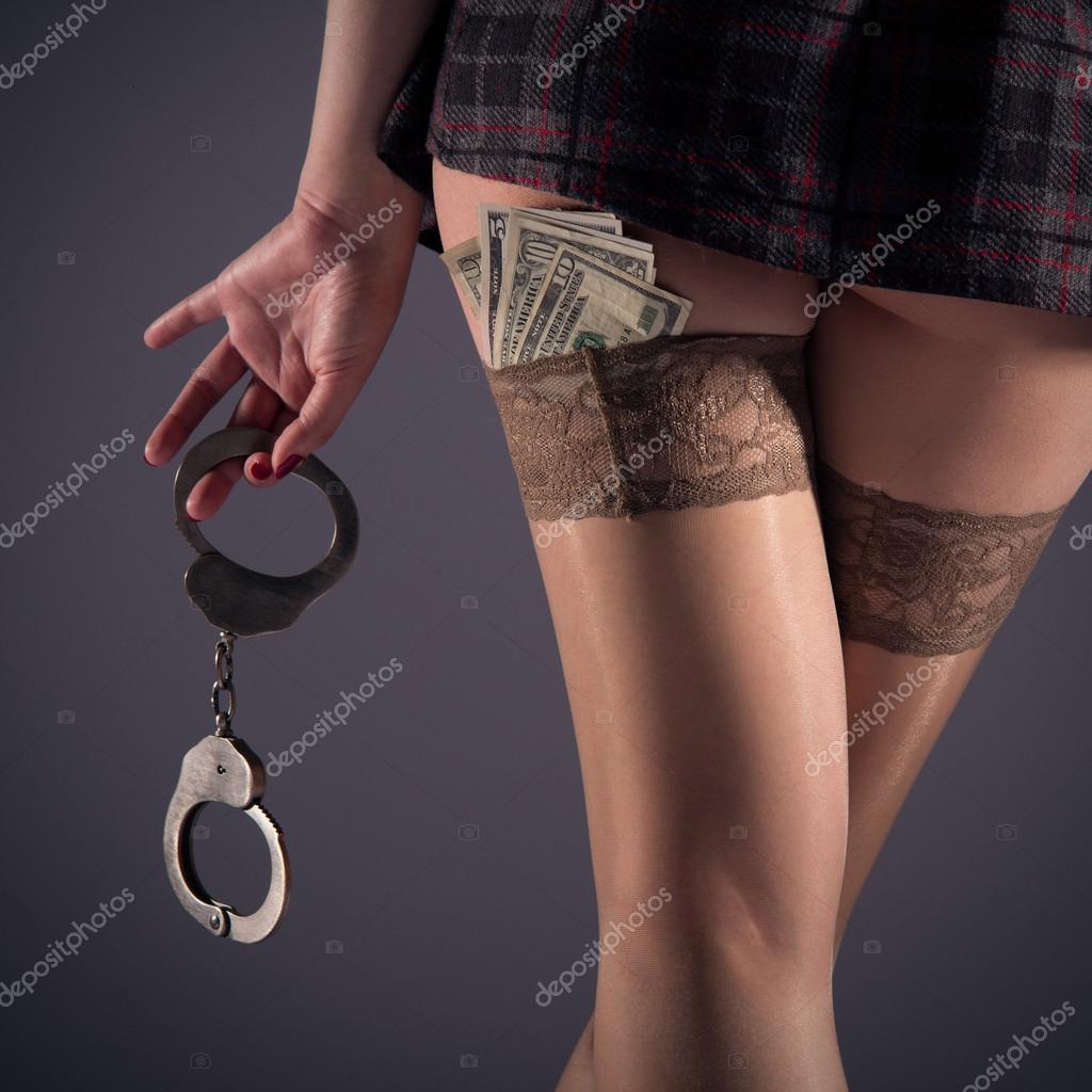 Девушки в наручниках и чулках — photo 7
