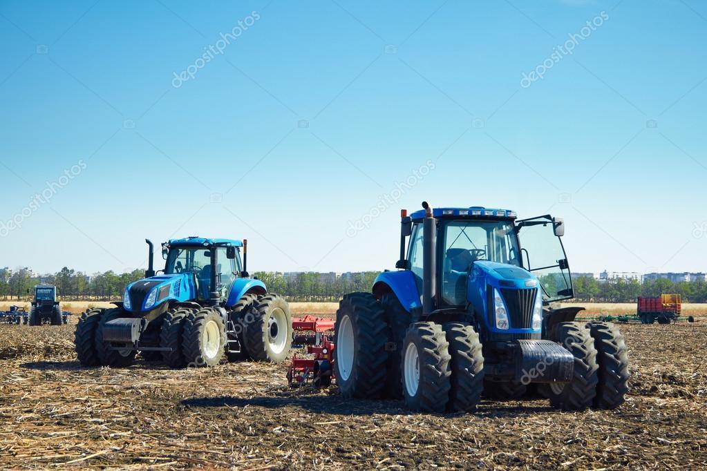 Macchine agricole sul campo foto stock veremeev 96175912 for Piani di fattoria sotto 2000 piedi quadrati