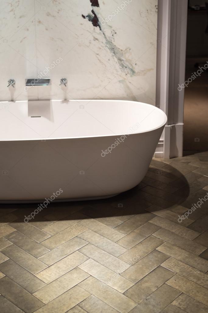 Marmer en hout badkamer — Stockfoto © essentialimagem #74360477