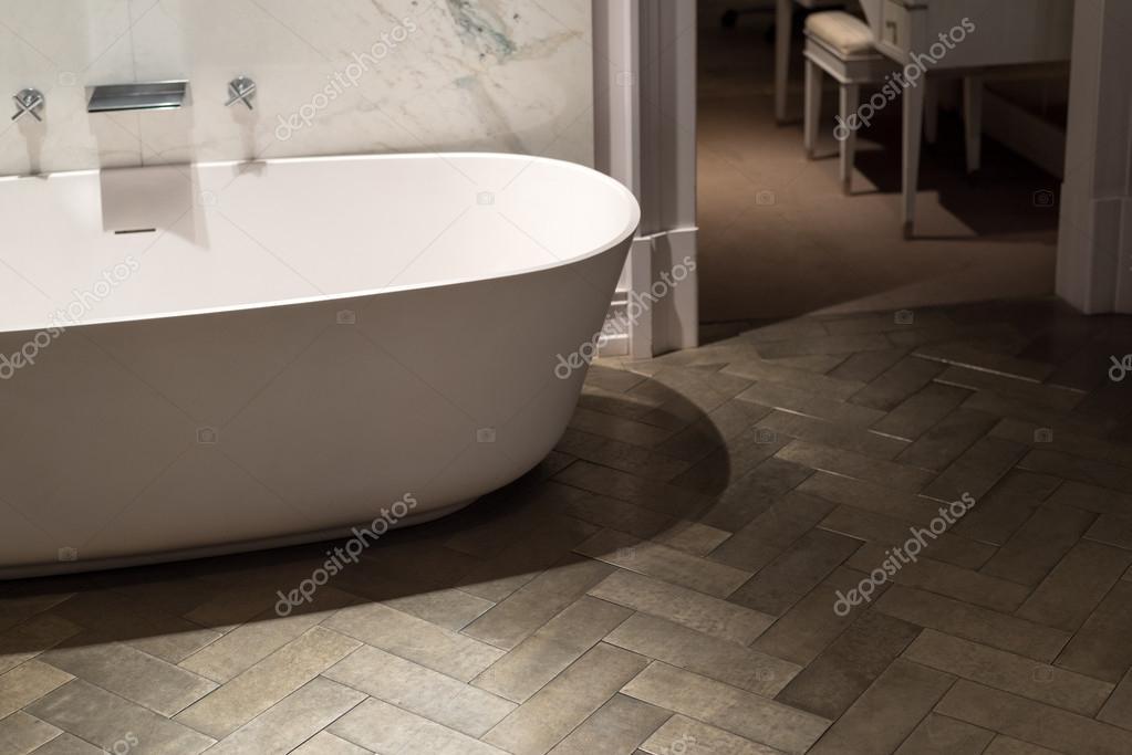 Marmer en hout badkamer u stockfoto essentialimagem