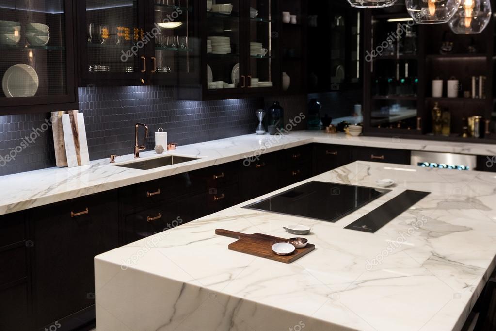 Cucina Top in marmo di lusso — Foto Stock © essentialimagem #90478302