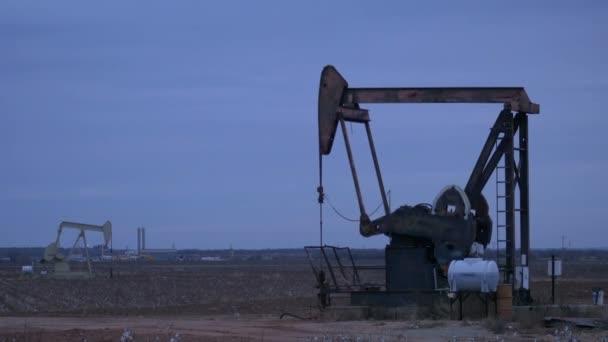 dolgozó olaj szivattyú