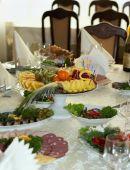 Krásně banket stůl s jídlem