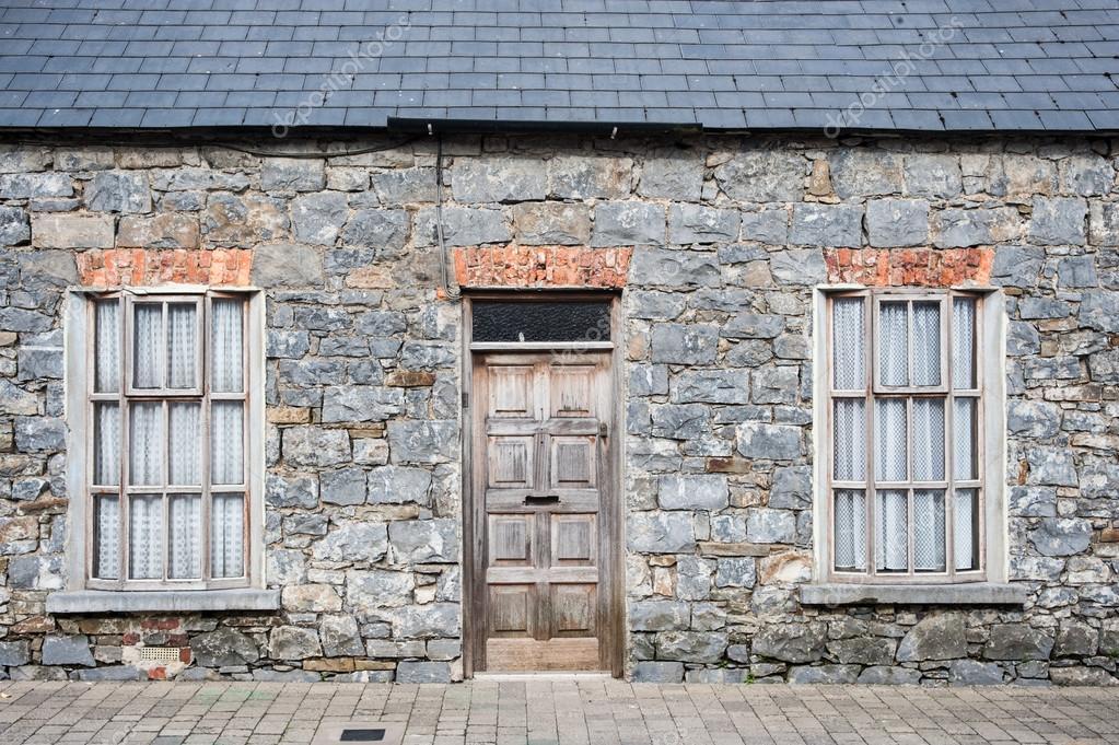Fachada de casa antigua de ladrillo fotos de stock for Fachada de ladrillo