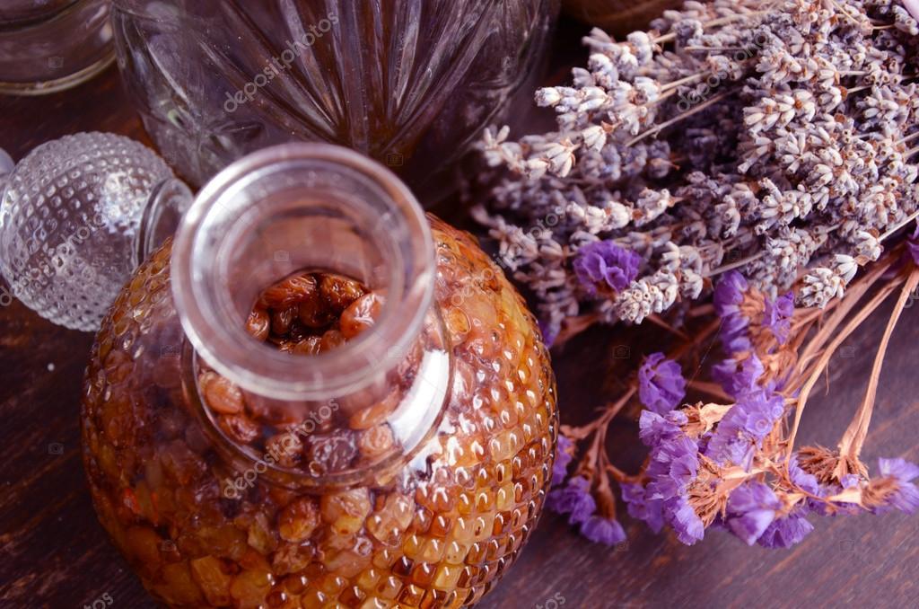 bouteille de liqueur de raisins secs photographie aleksad 64440041. Black Bedroom Furniture Sets. Home Design Ideas