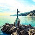 Опатия в Хорватии. Скульптура женщины с морем — ст&#x