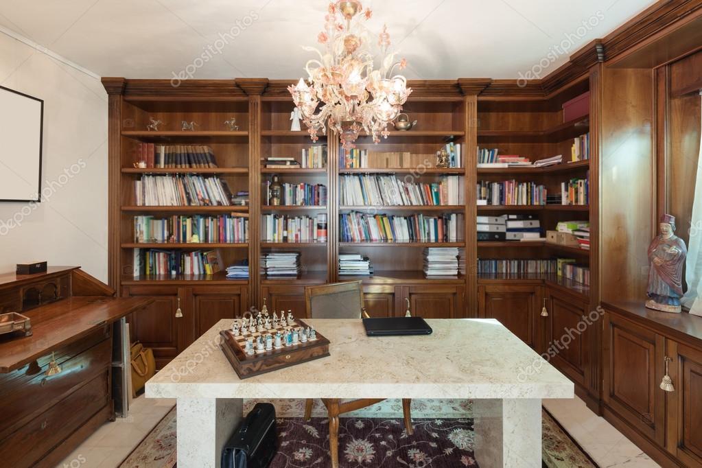 Interieur Klassieke Stijl : Interieur kantoor in klassieke stijl u stockfoto zveiger