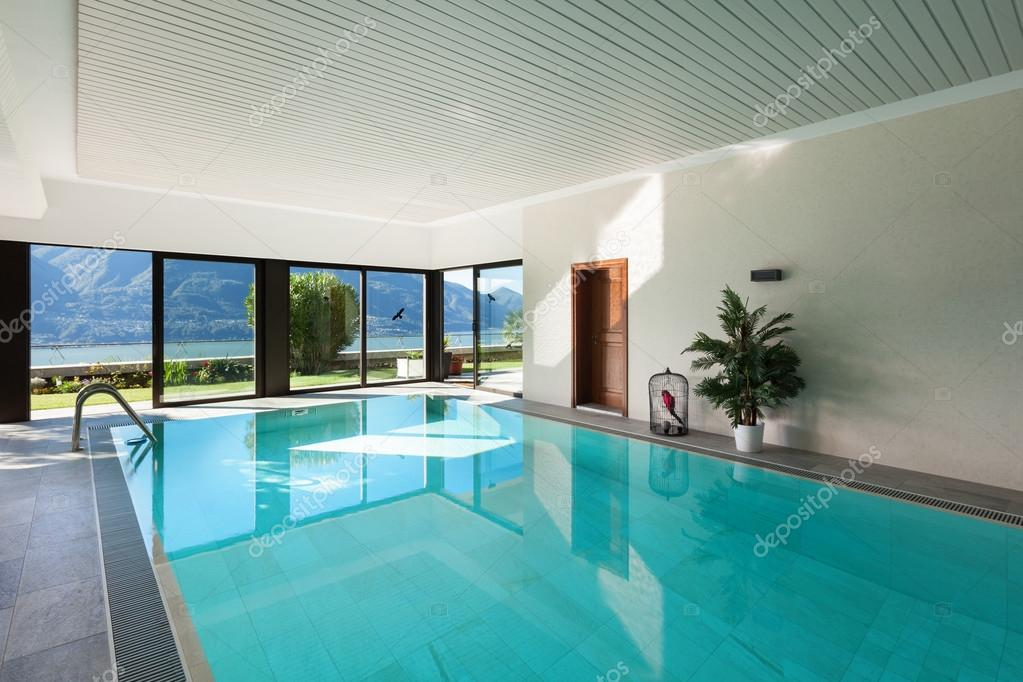 Casa piscina interior fotografias de stock zveiger 101901728 - Piscina interior casa ...