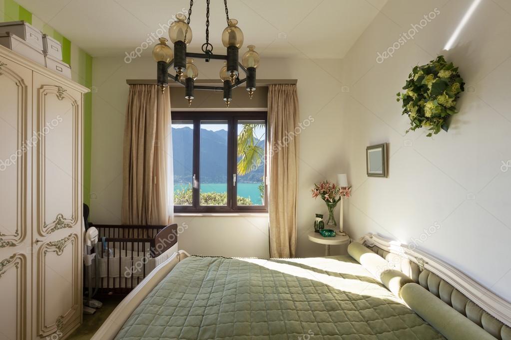 Klassieke Interieur Inrichting : Interieur slaapkamer met klassieke inrichting u2014 stockfoto © zveiger