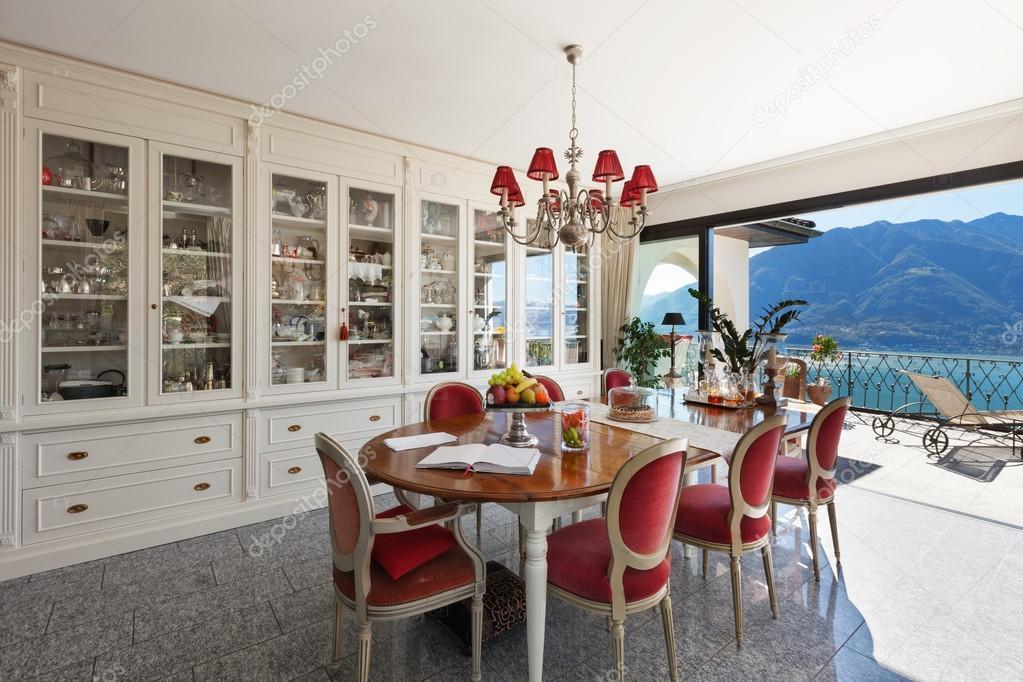 Sala da pranzo interna, con arredamento classico — Foto Stock ...