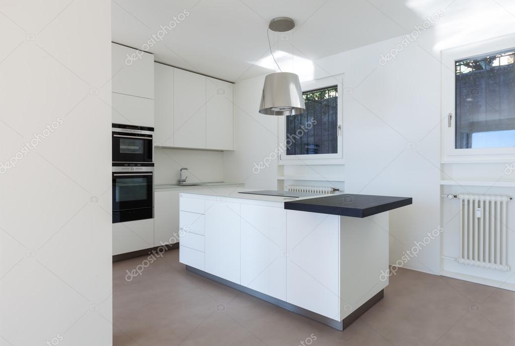 Küche modern luxus  Home, moderne Luxus-Küche — Stockfoto © Zveiger #102820522