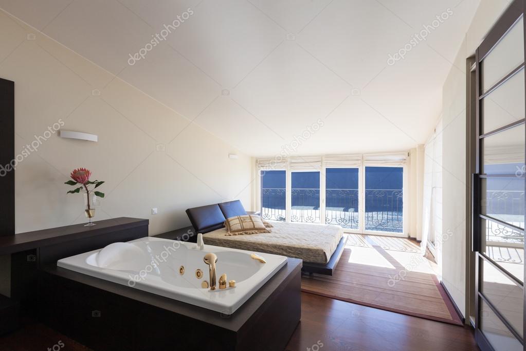 arredato casa di design, camera da letto con vasca da bagno ? foto ... - Immagini Di Bagni Moderni Arredati