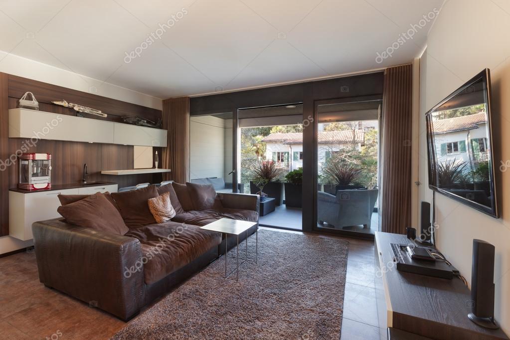 Soggiorno con divano e televisione foto stock zveiger 107598180 - Soggiorno con divano ...