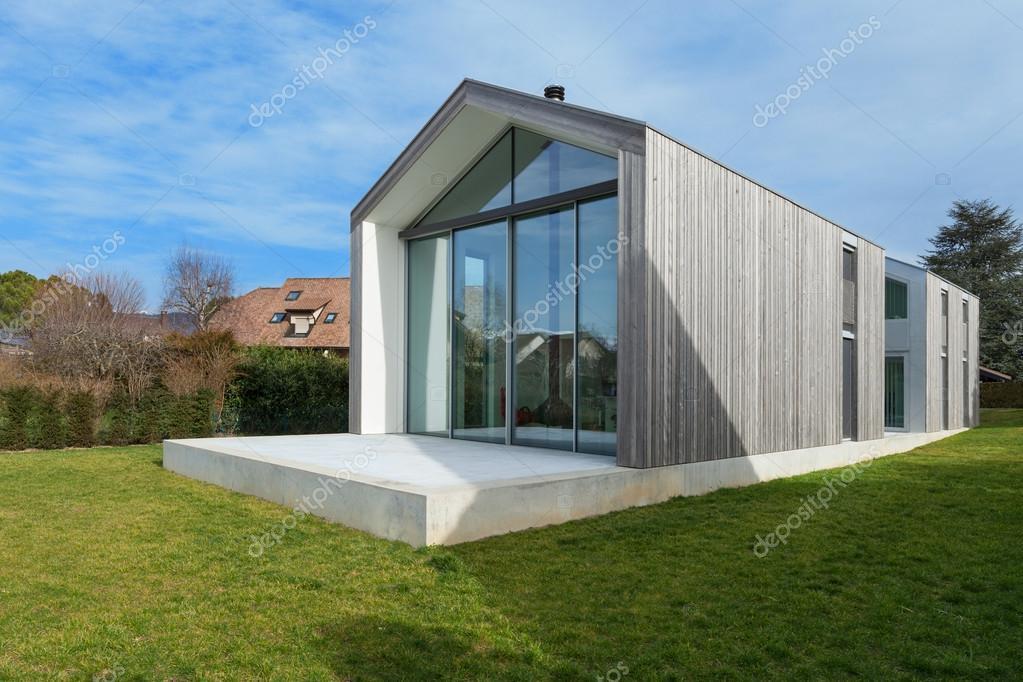Buitenkant van een modern huis u2014 stockfoto © zveiger #107622602