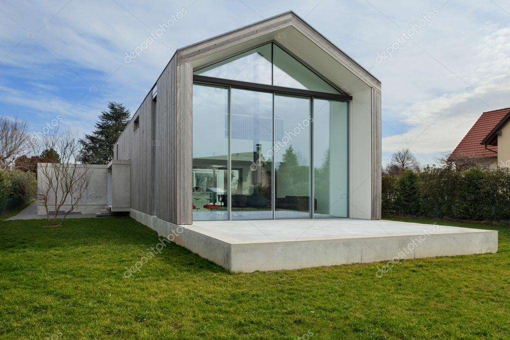 Buitenkant van een modern huis u2014 stockfoto © zveiger #107857802