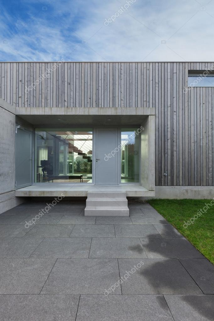 Ingresso di una casa moderna foto stock zveiger 107908890 for Esterno casa moderna