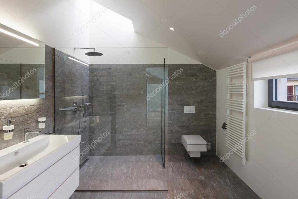 Badkamer Modern Klein : Nieuwe badkamer zwart wit badkamer modern stroken tegels streker