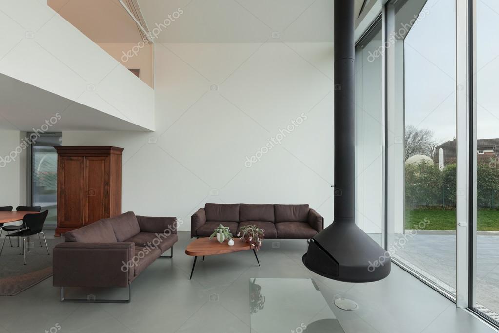 Intérieur d\'une belle maison moderne — Photographie Zveiger ...