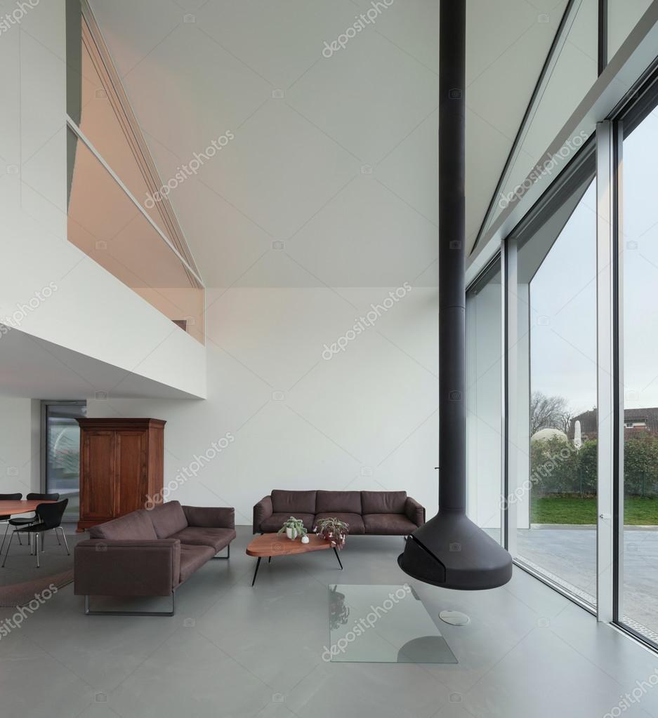 Intérieur d\'une belle maison moderne — Photographie Zveiger © #107912090