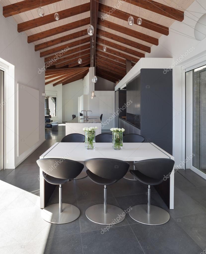 Interiores, mesa de comedor diseño moderno — Foto de stock © Zveiger ...