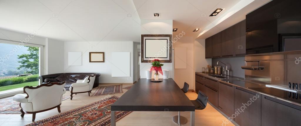 Interni open space con cucina e soggiorno — Foto Stock © Zveiger ...