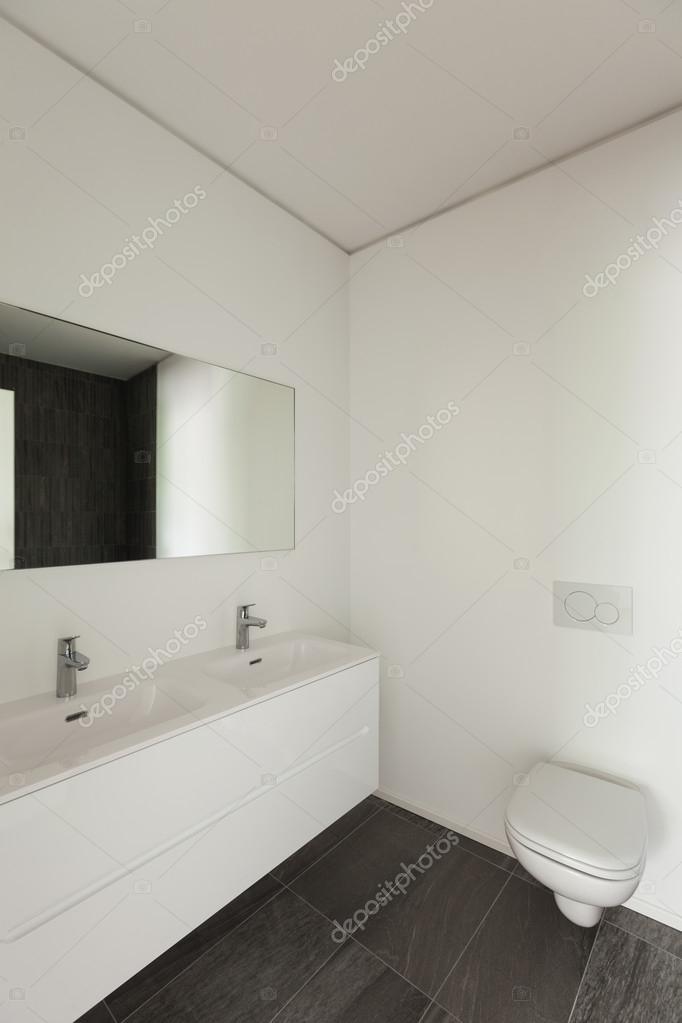 Innenraum, weiße moderne Toilette — Stockfoto © Zveiger ...
