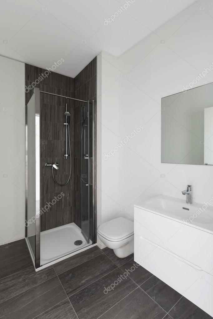 moderne badkamer van nieuw appartement — Stockfoto © Zveiger #113274474