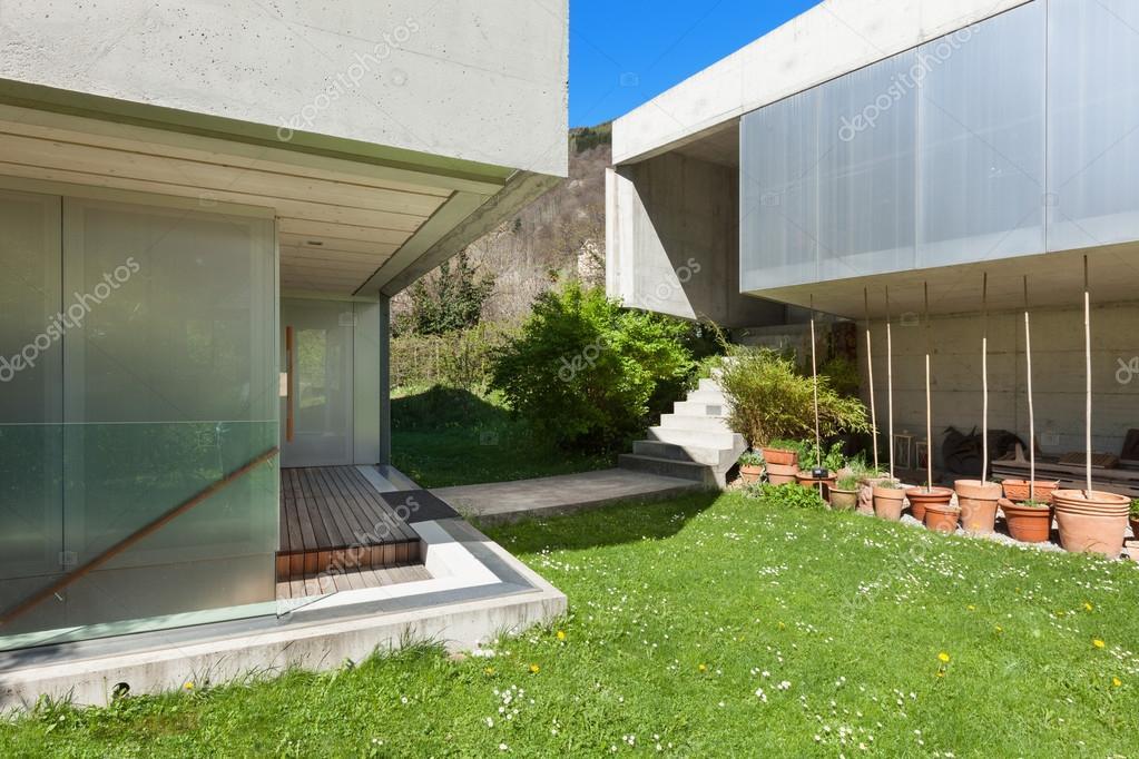 Beton huis exterieur u stockfoto zveiger
