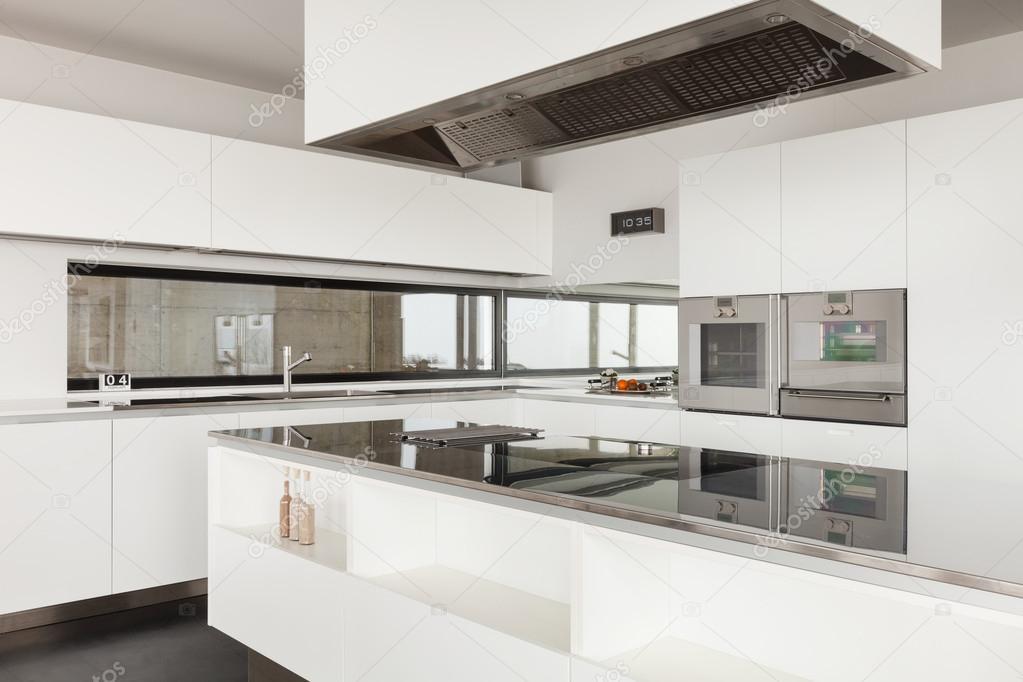 moderne Villa, Küche — Stockfoto © Zveiger #53826967