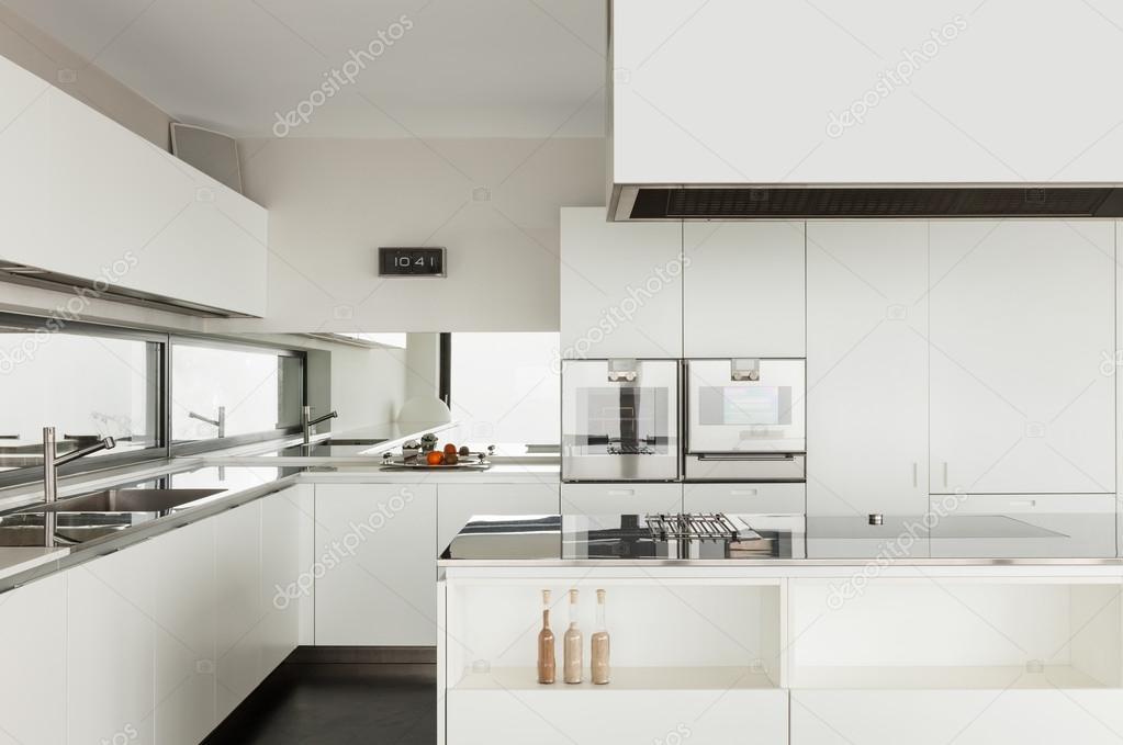 moderne Villa, Küche — Stockfoto © Zveiger #53827355